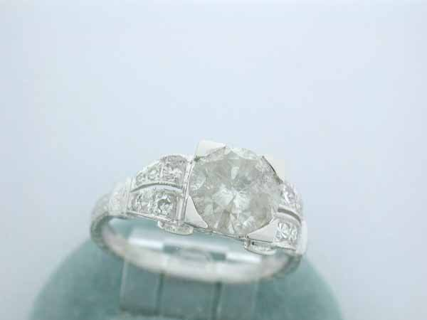 32: 18k White Gold Diamond Ring with Diamond Accents