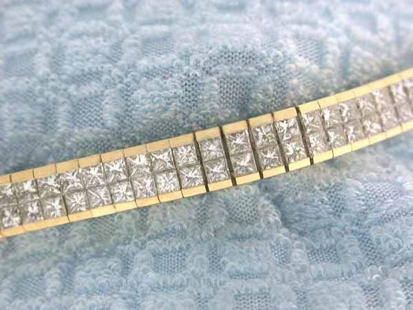 129: 18k Gold Diamond Bracelet