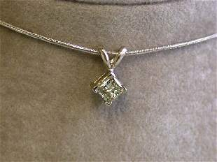 4k White Gold Necklace with Solitaire Diamond Pendant