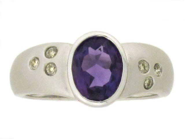 14k White Gold Ring with Amethyst and Diamonds