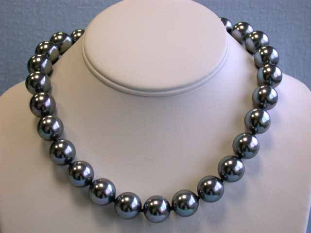 4E: Shell Pearl Necklace with Yellow Gold Clasp