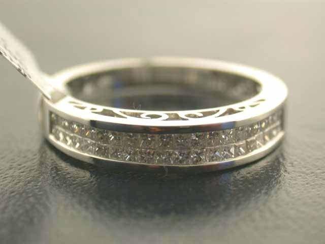 4E: 14k White Gold Diamond Ring