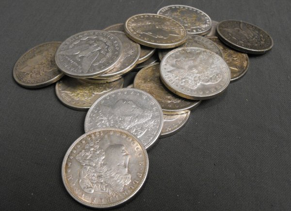 3L: Lot of 20 1878-1921 Mixed Date Silver Dollars- La J