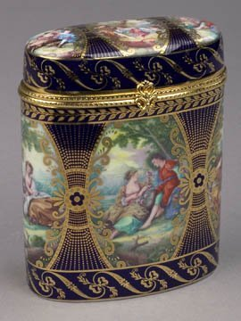 1D: Porcelain Hinged Lid Box