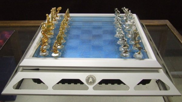65: Star Trek - Chess Set - 3