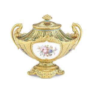 A fine Royal Crown Derby vase and cover by Dé