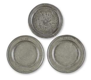 A PAIR OF JAMES II PEWTER SINGLE REED PLATES, CIRCA