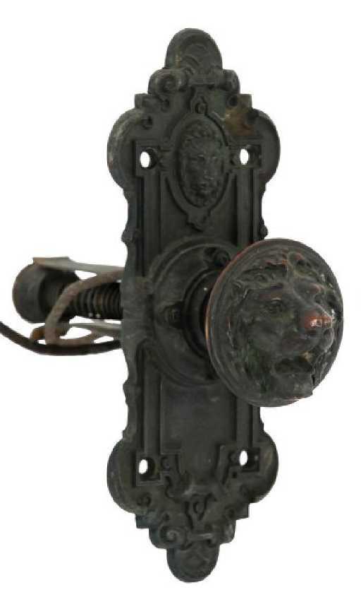 - Victorian Lion's Head Door Bell Pull