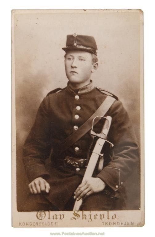 128: CARTE DE VISITE PHOTOS OF A SOLDIER - OLAV SKIEVLO