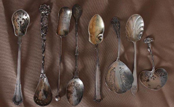 16: 8 Assorted Sterling Silver Fruit & Jam Spoons