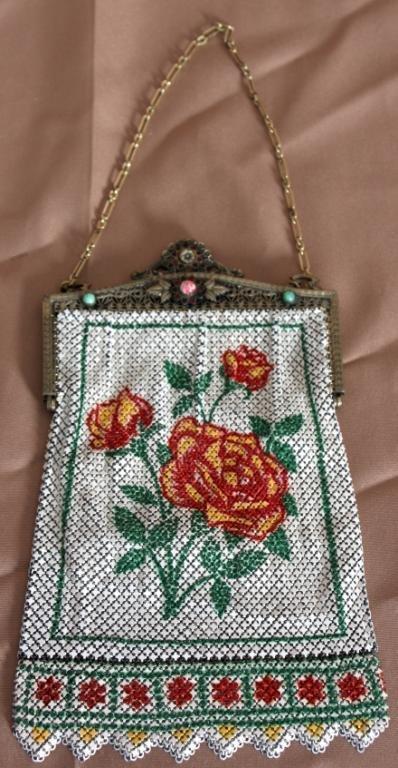 154: Mandalian Mfg Co. Enameled Purse w/ Roses.