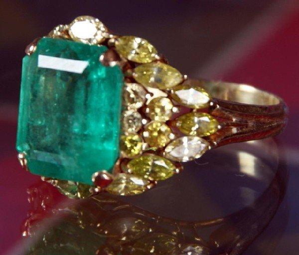 344: Ladies 14K Gold Ring w/ Emerald & Yellow Diamonds