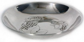 23: Wallace Sterling Hand Chased Grape Bowl