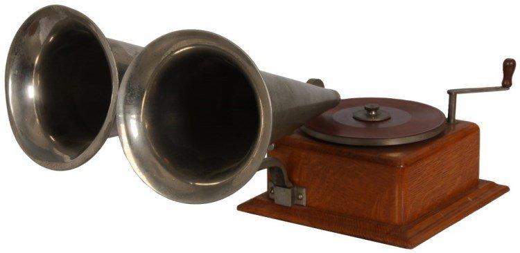 Wonder Talking Machine Co. Double-Bell Wonder