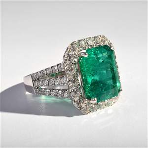 18k White Gold, Diamond & Emerald Estate Ring