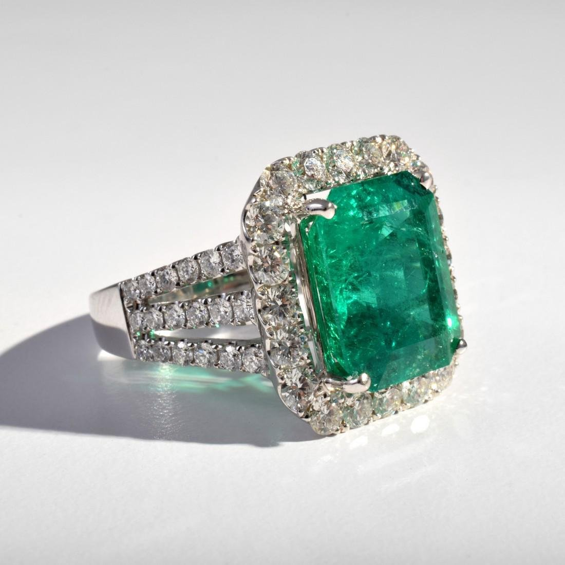 18k White Gold, Diamond & Emerald Estate Ring