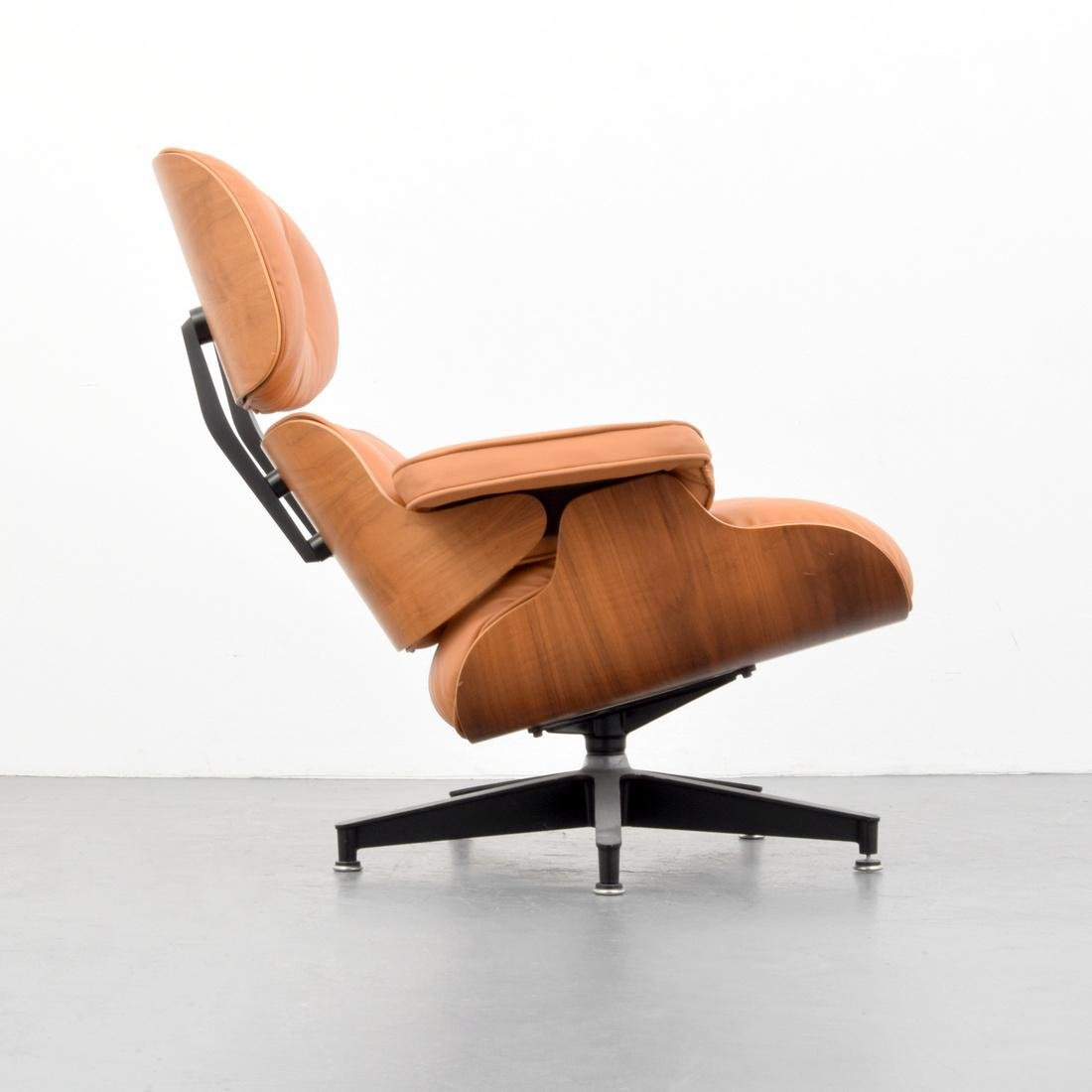 Charles & Ray Eames Lounge Chair - 7