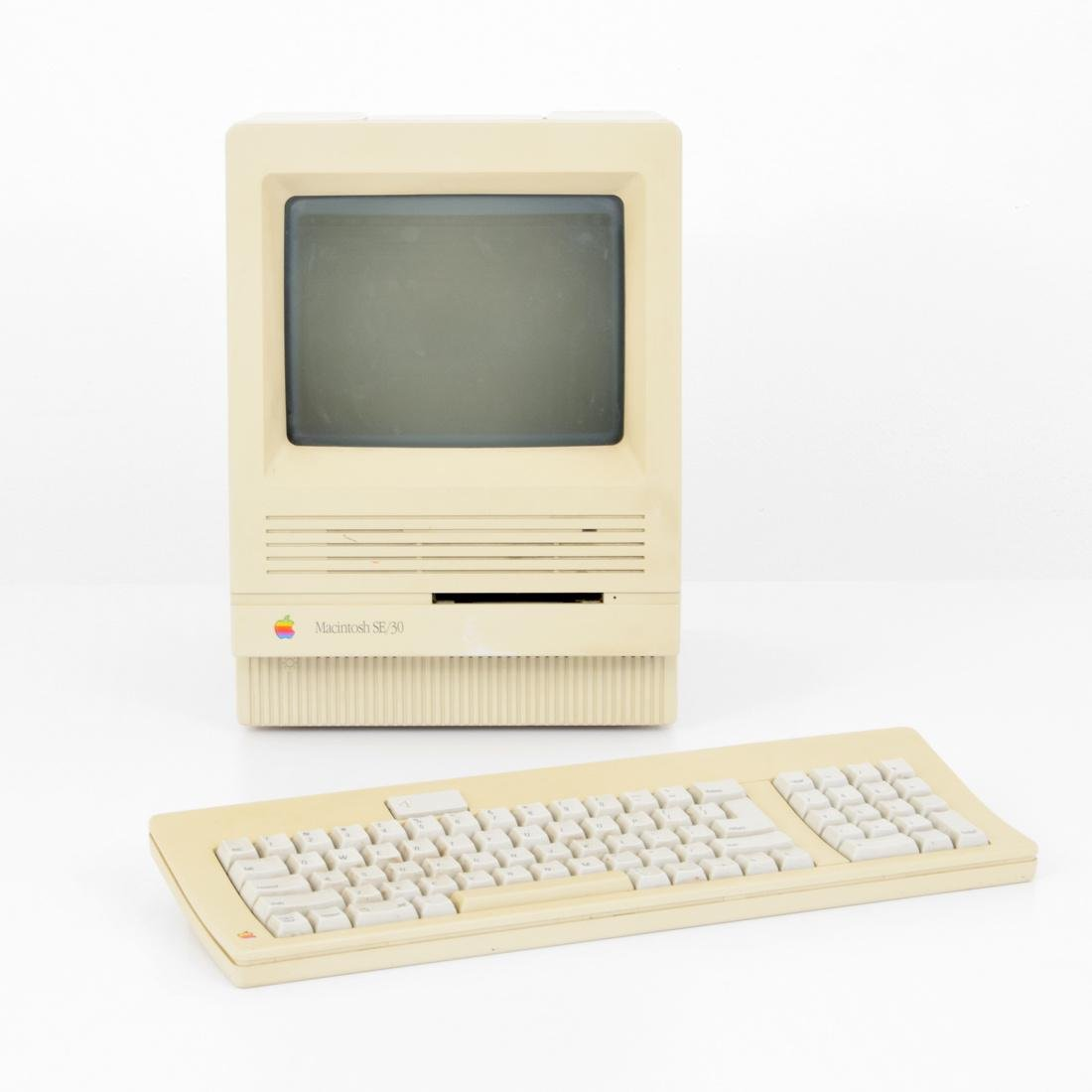 Apple Macintosh SE/30 Computer & Keyboard - 2