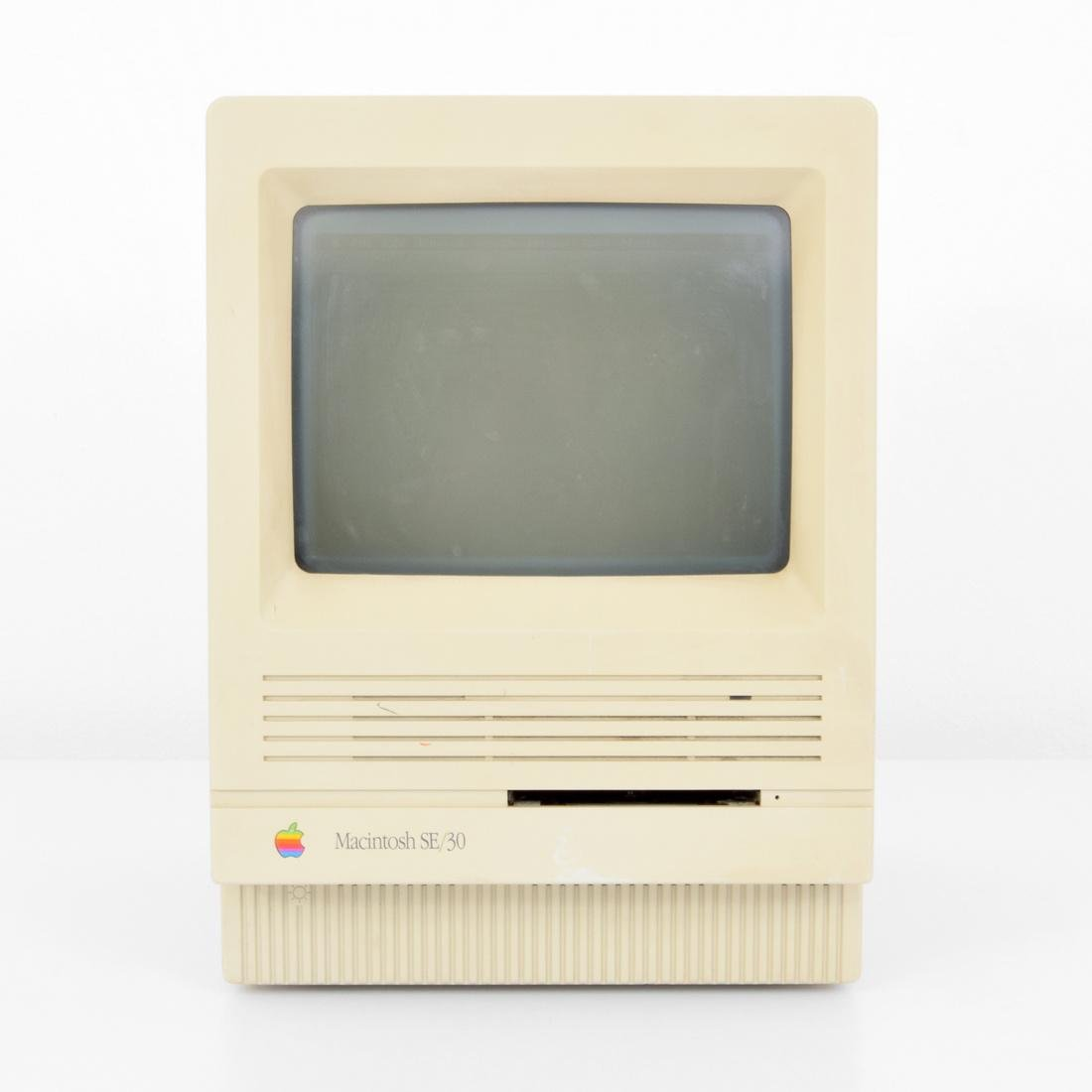 Apple Macintosh SE/30 Computer & Keyboard - 6