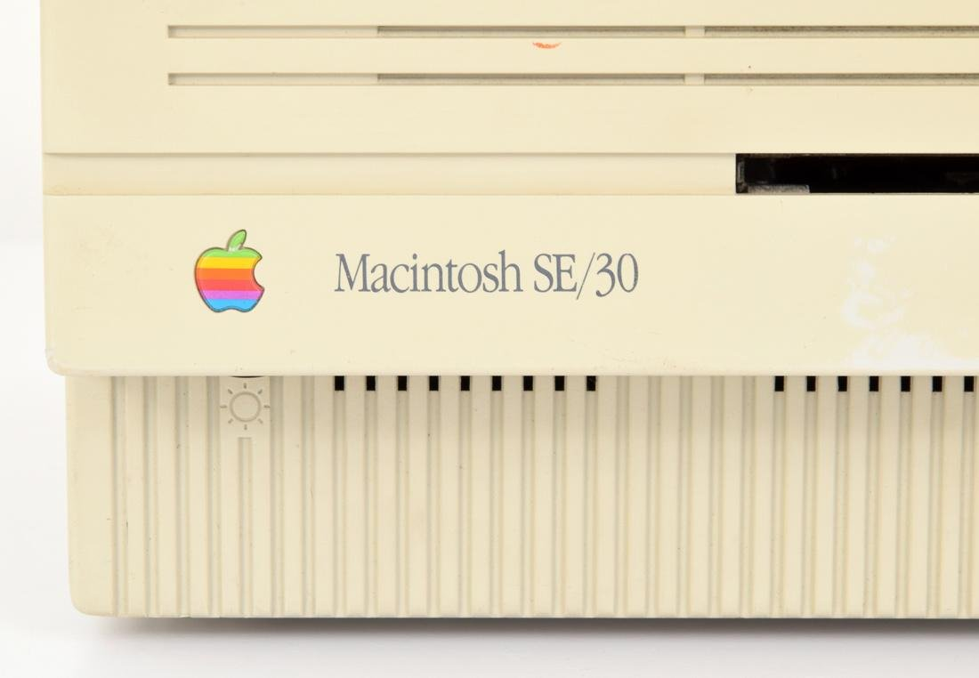 Apple Macintosh SE/30 Computer & Keyboard - 7