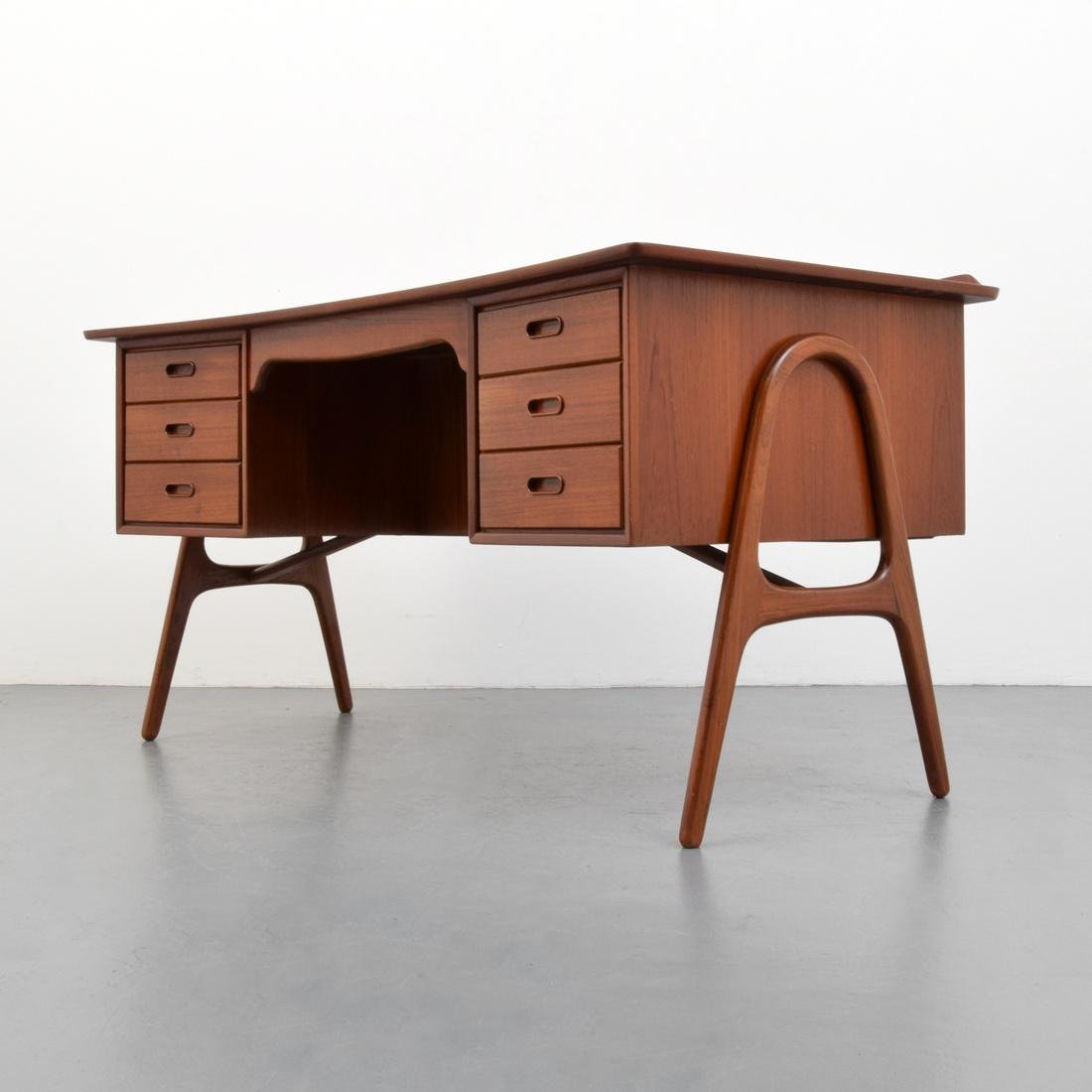 Svend Aage Madsen Desk