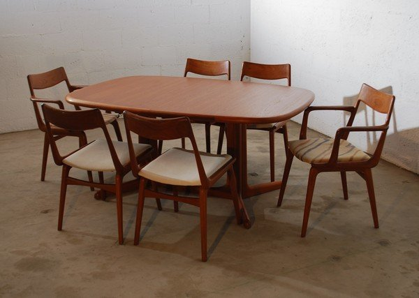 6: Danish Dining Table & 6 chairs, Gudme Mobelfabrik : Lot 0006