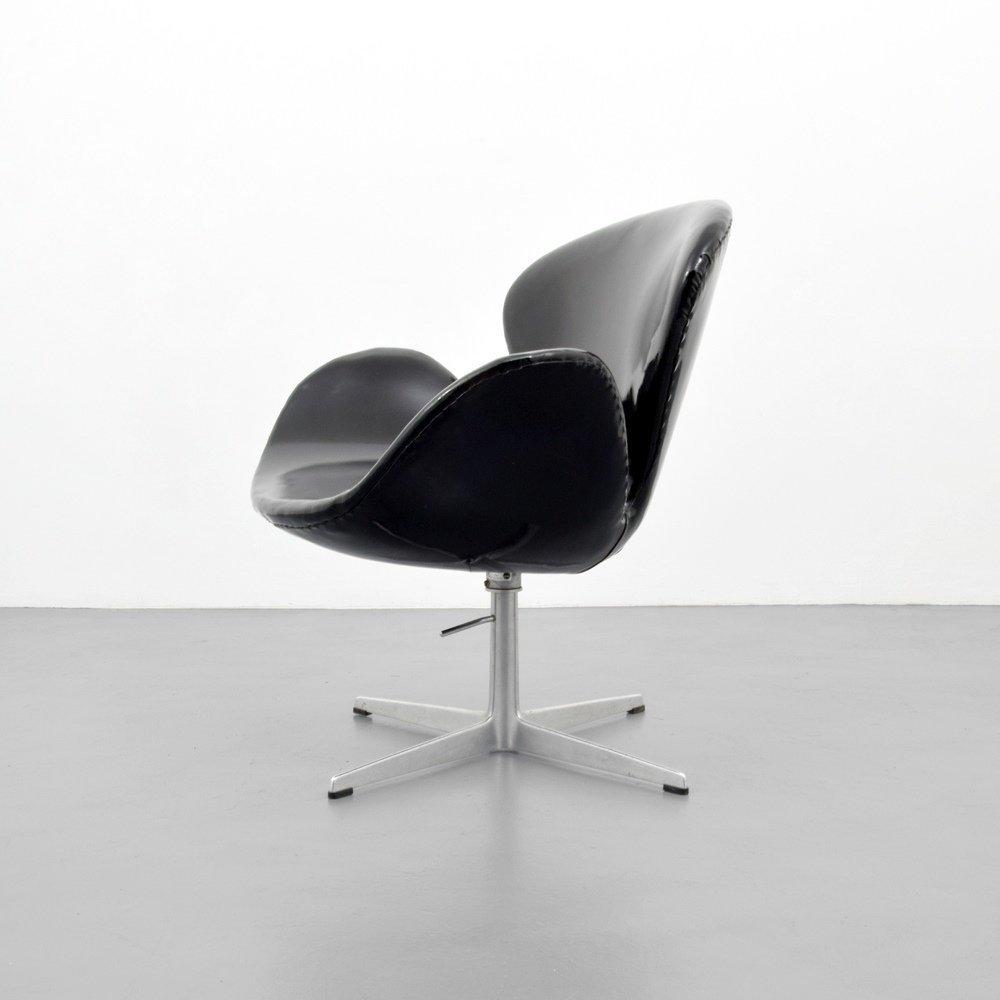 Arne Jacobsen SWAN Chair - 5
