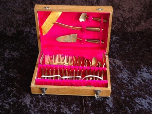 18: Bronzeware set from Thailand