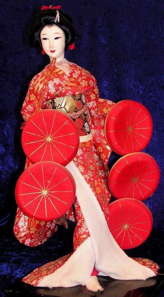 7: Japanese Geisha Girl Doll Figurine Gold Silk Kimono