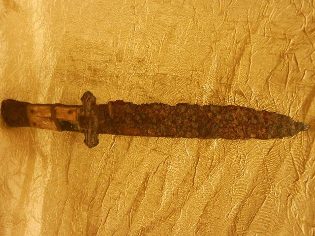000: Very Rare Antique Knife with Engraved Eagle Snake