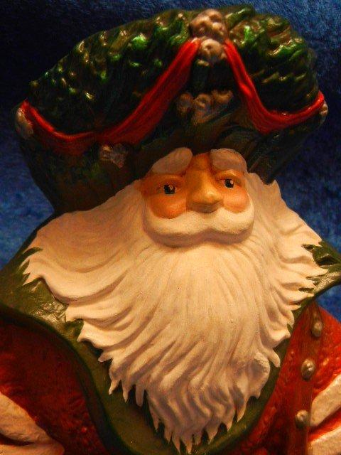 33245: Large Ceramic Santa Claus Holding A Lantern - 4