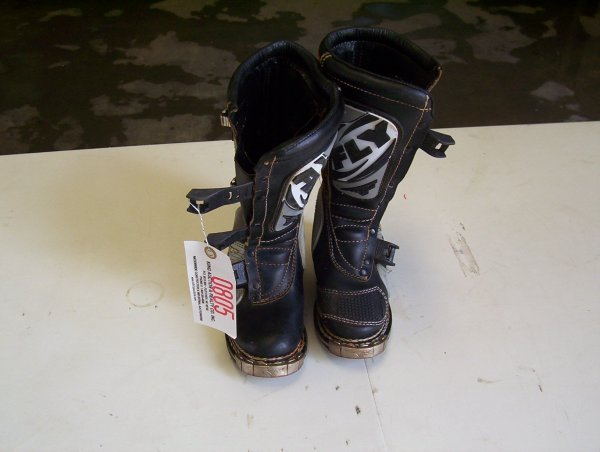 805: FLY MOTORCROSS RACING BOOTS, SIZE 2 CHILD