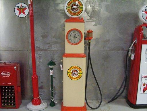 866: BENNETT CLOCK FACE GILMORE GAS PUMP 20 1/2\