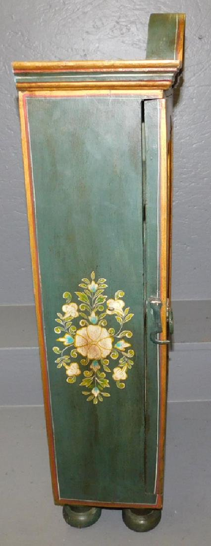 Paint decorated Venetian table top vitrine. - 2