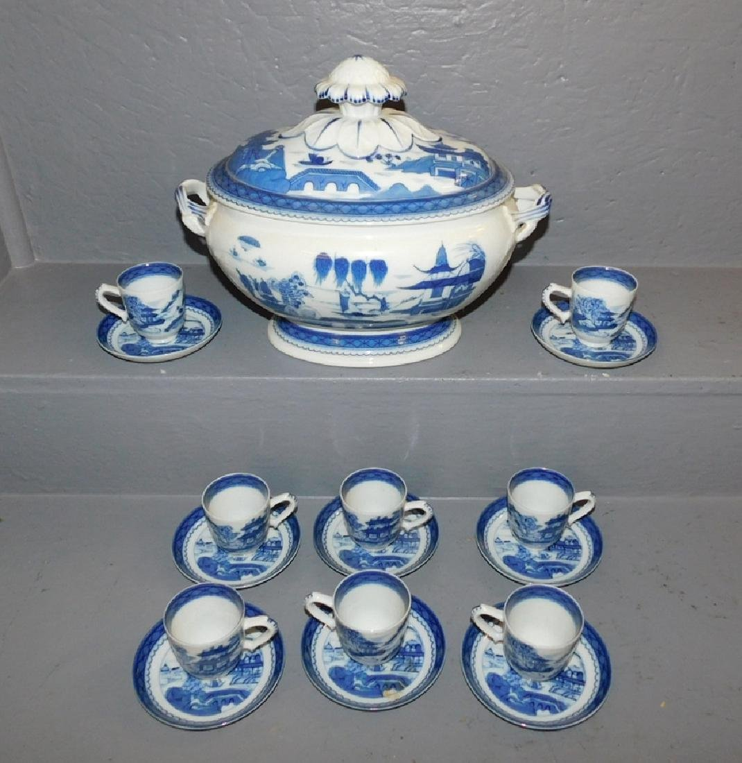Mottahedeh Canton soup tureen w 8 cups & saucers.