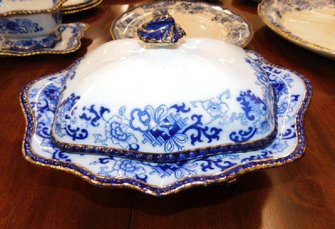 17 pc. Vict flow blue Doulton type partial dinner set. - 4
