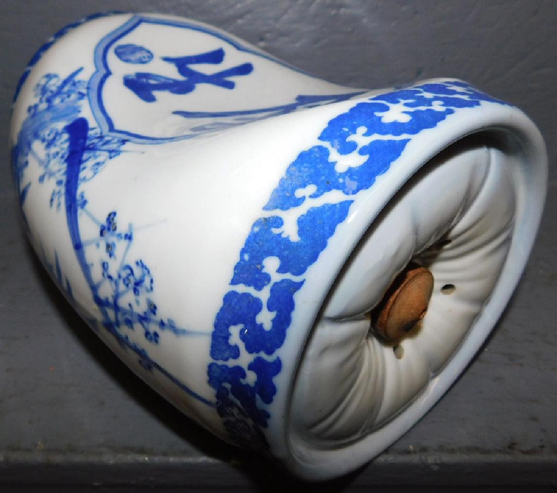 Blue & white Oriental opium pillow. - 2
