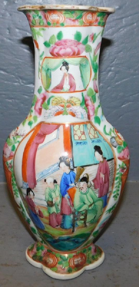 19th century Rose Medallion scalloped edge vase. - 2