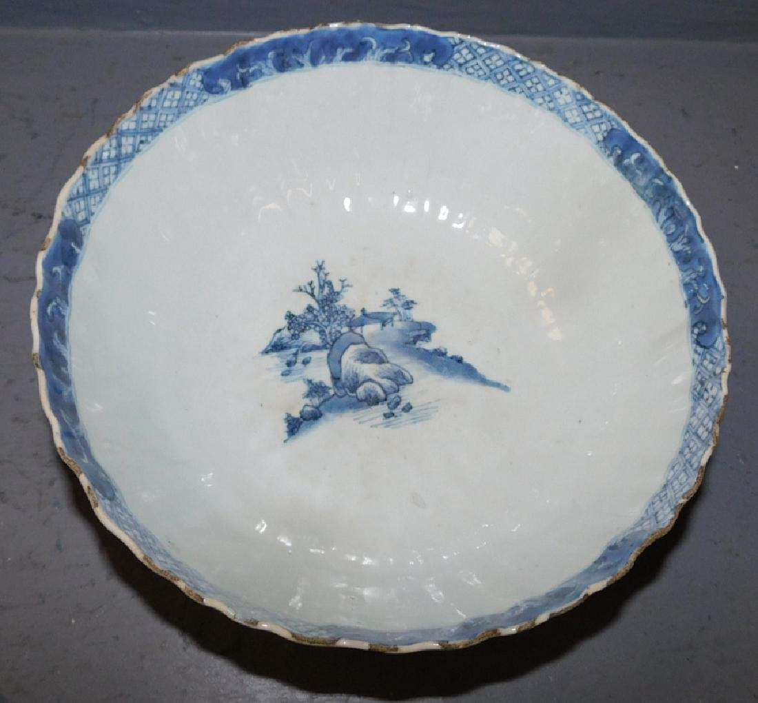 18th c scallop edge Chinese blue and white bowl. - 2