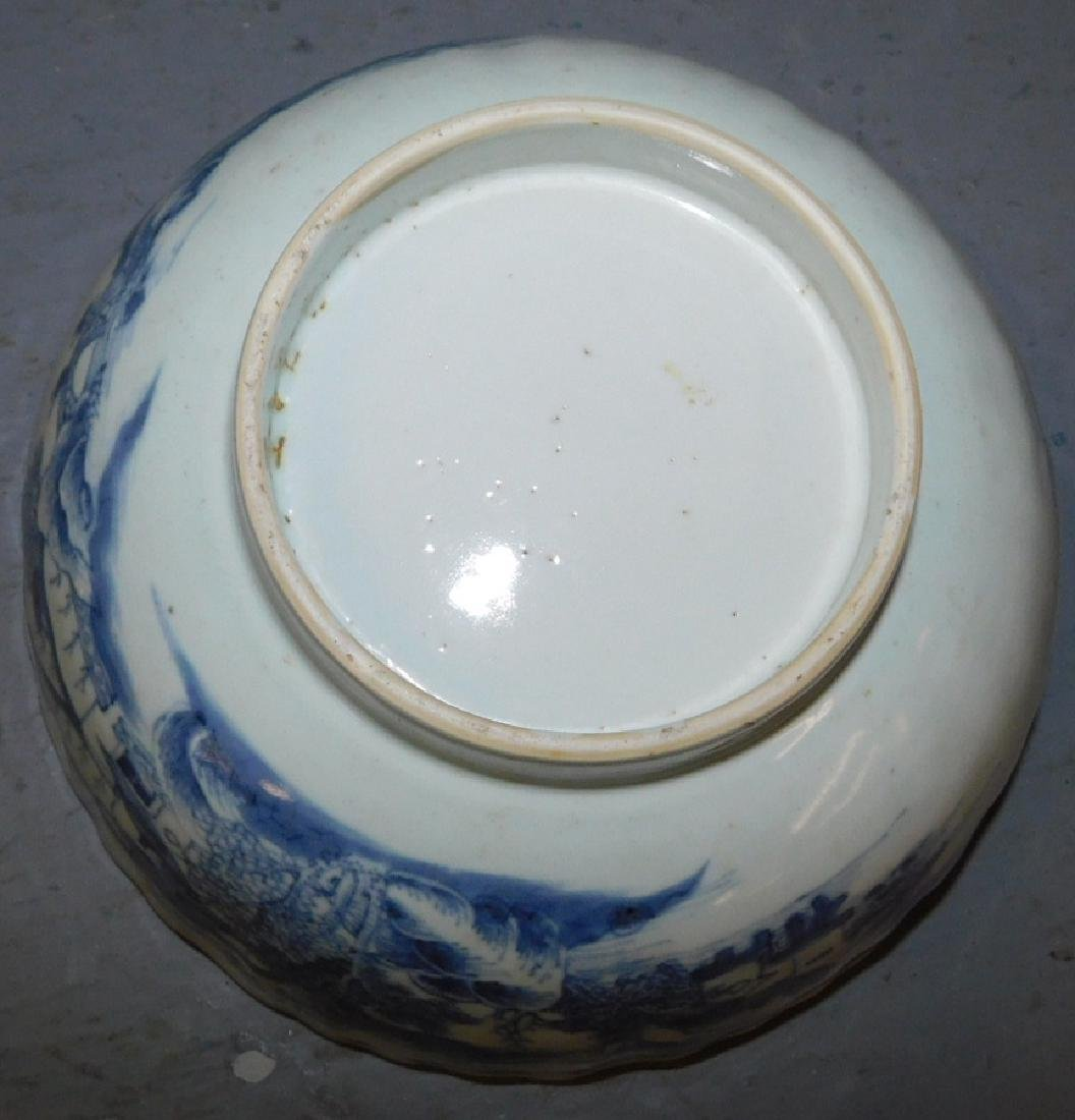 18th c scallop edge Chinese blue and white bowl. - 3