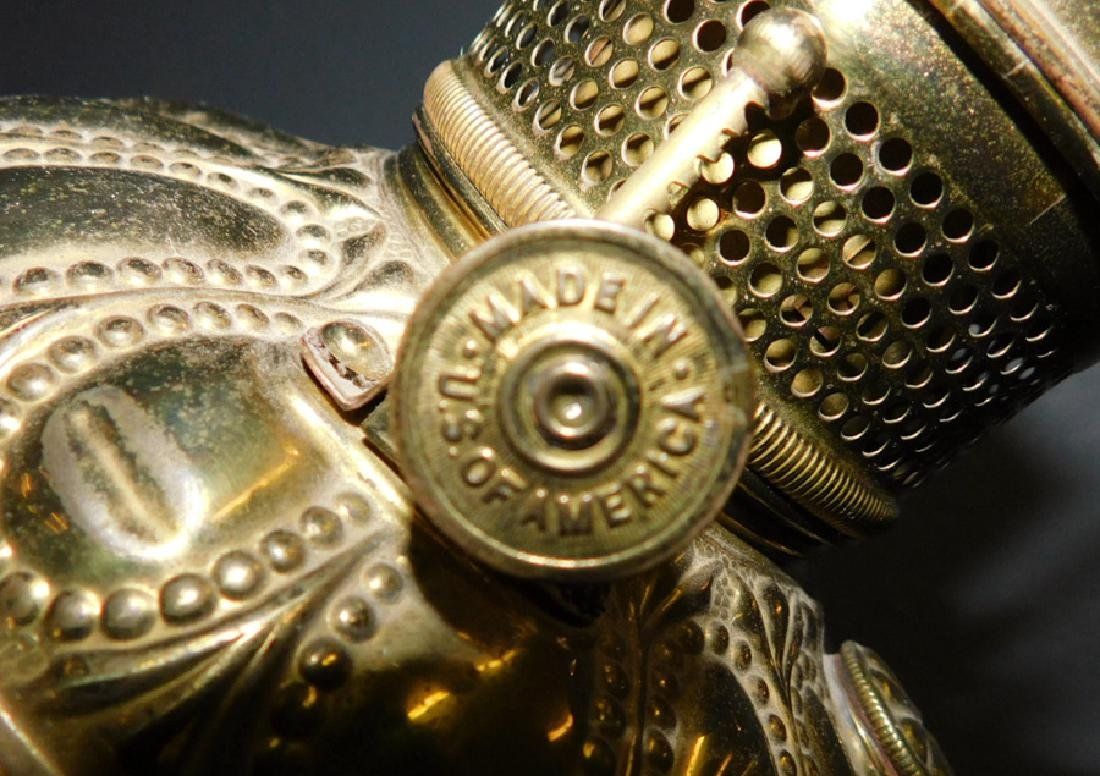 Brass cherub base American Victorian lamp. - 3