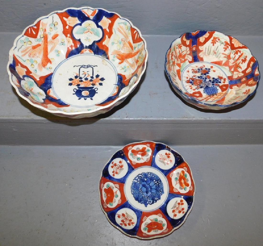 2 Imari bowls and an Imari plate.