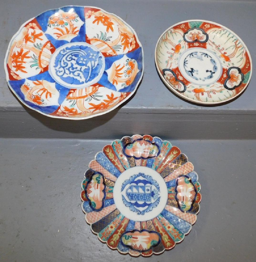 2 early Imari plates and small Imari dish.