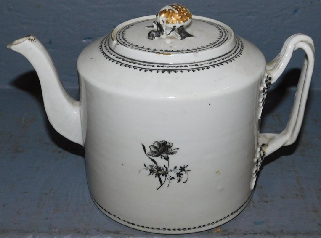 18th C Chinese export tea pot.