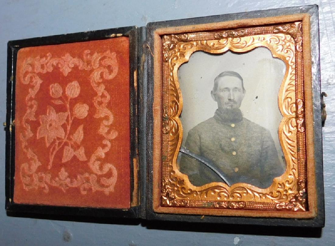 Confederate soldier Daguerreotype in case.
