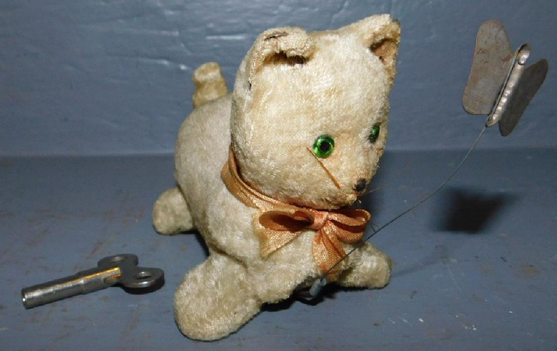 Mechanical working unsigned Steiff type cat w/key