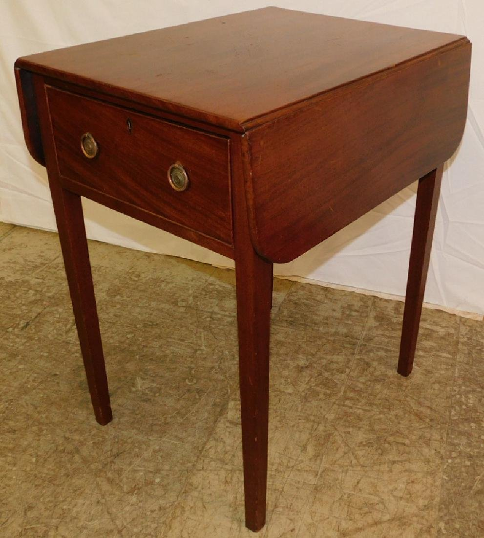 19th C drop leaf Hepplewhite table