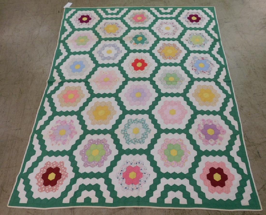 Early quilt in Dresden Plate pattern.