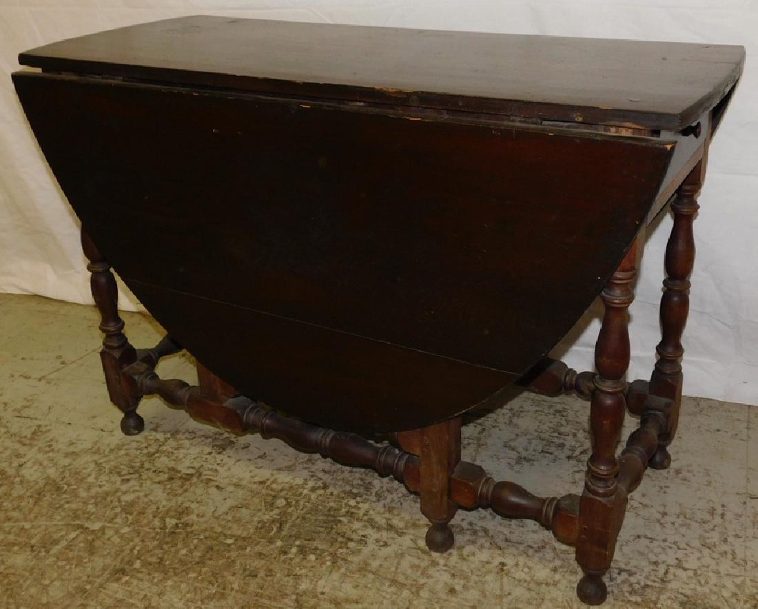 18th C NE Pine & Walnut Gate Leg Table