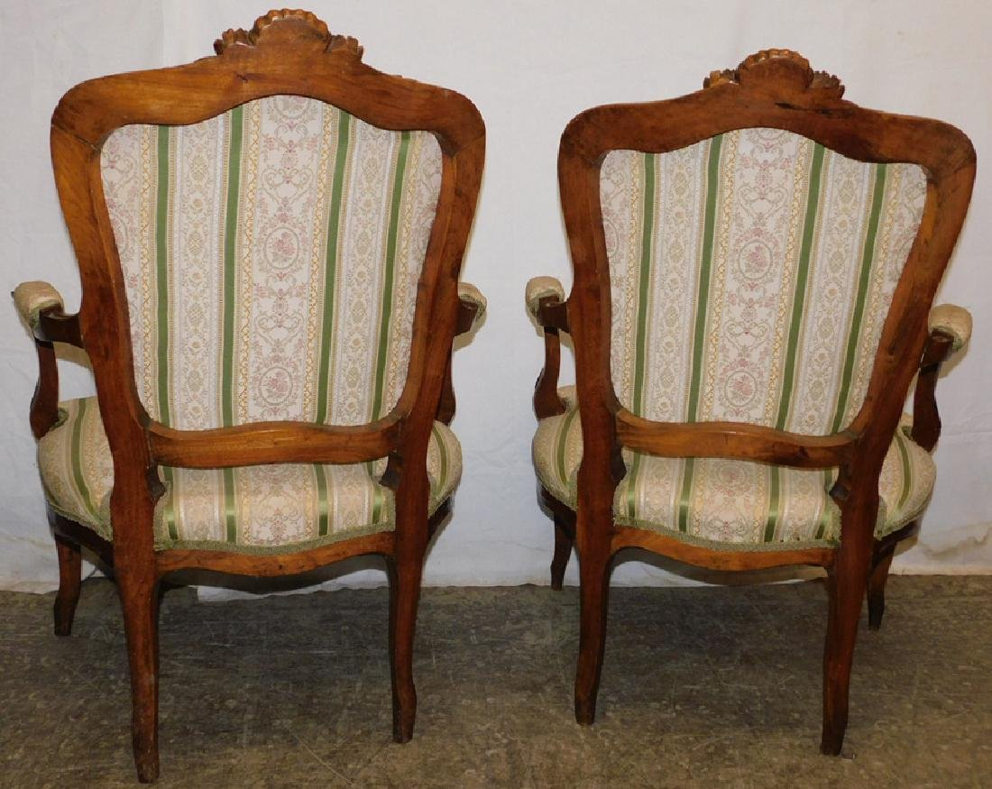 Pair of French walnut fauteuils - 3